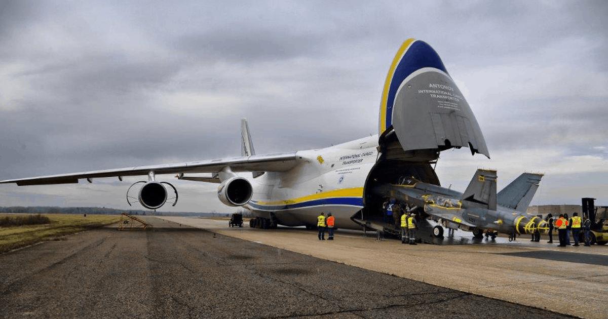 Ан-124 України доставив винищувачі F/A-18 до Канади. Листопад 2020. Фото: ЗС Канади