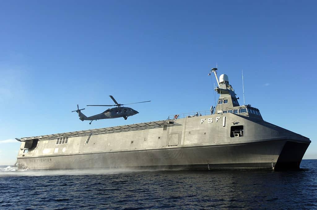 Посадка гелікоптера на Sea Fighter