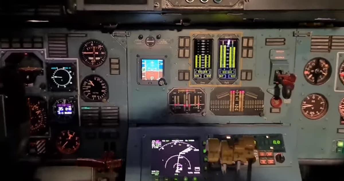 Приладна панель на літаку Ан-124-100 «Руслан»