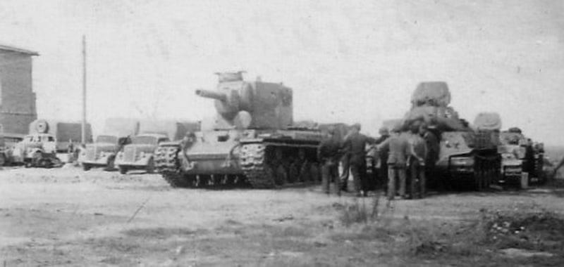 Трофейні радянські Т-34 та КВ-2 на озброєнні Вермахту