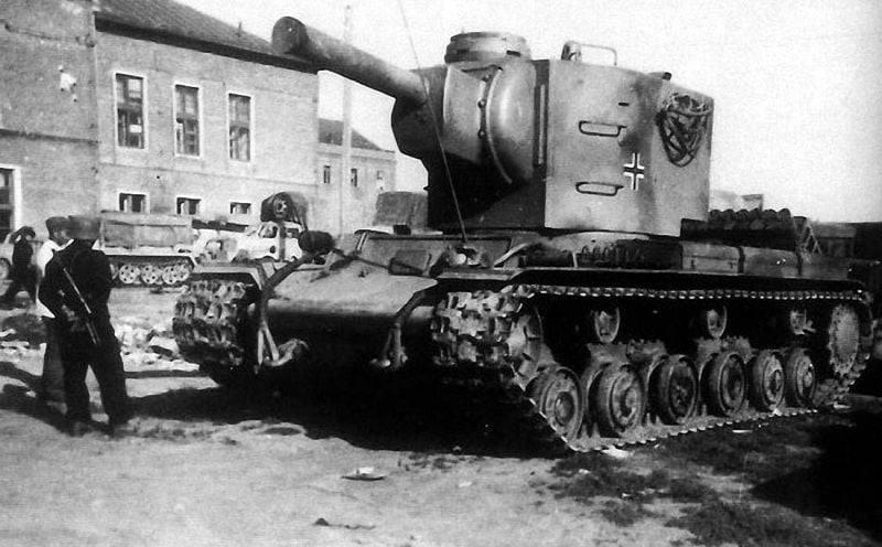 Трофейний радянський важкий танк КВ-2
