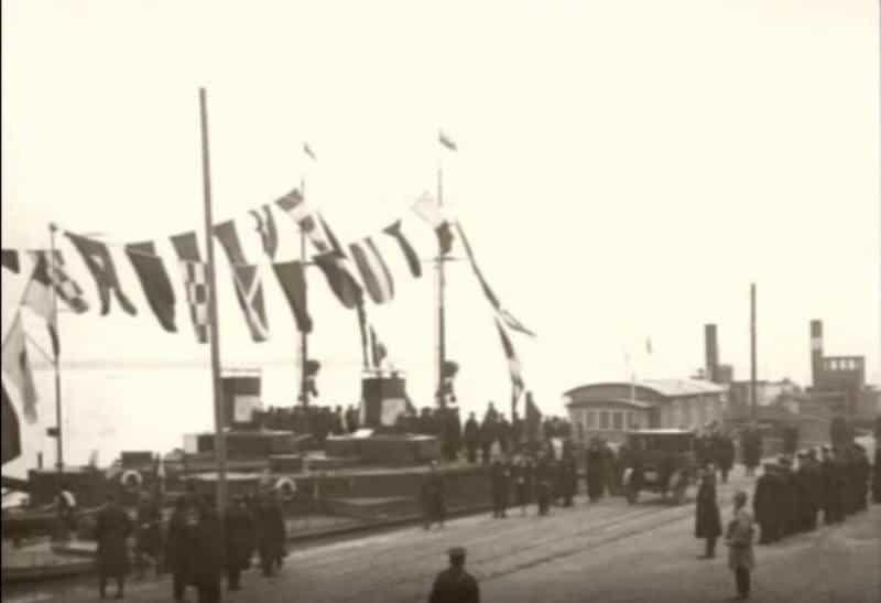 Урочистості в ході зарахування корабля Krakow до складу ВМС Польщі