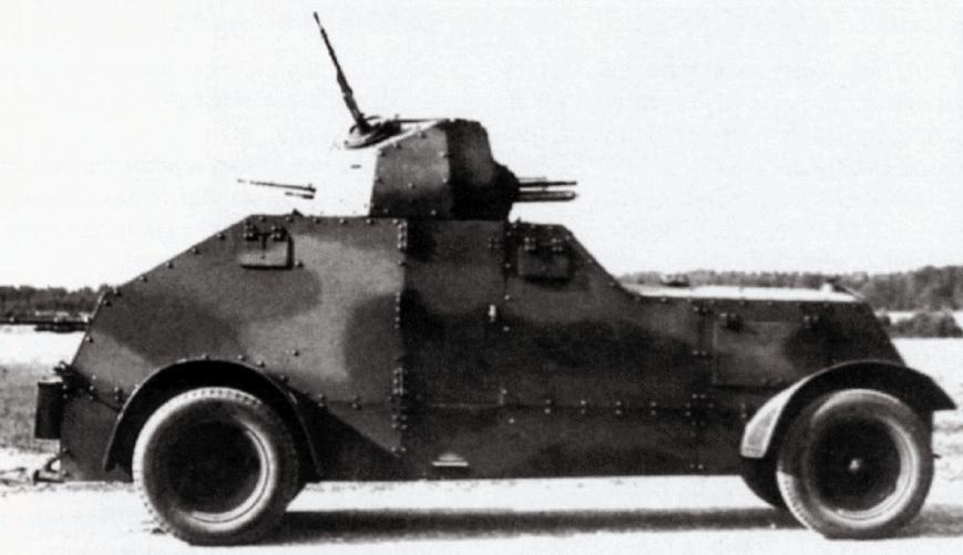 """Панцирні автомобілі wz. 29 (на шасі """"Урсус"""") не надто добре зарекомндували себе під час навчань - вони практично не могли рухатись поза дорогами."""