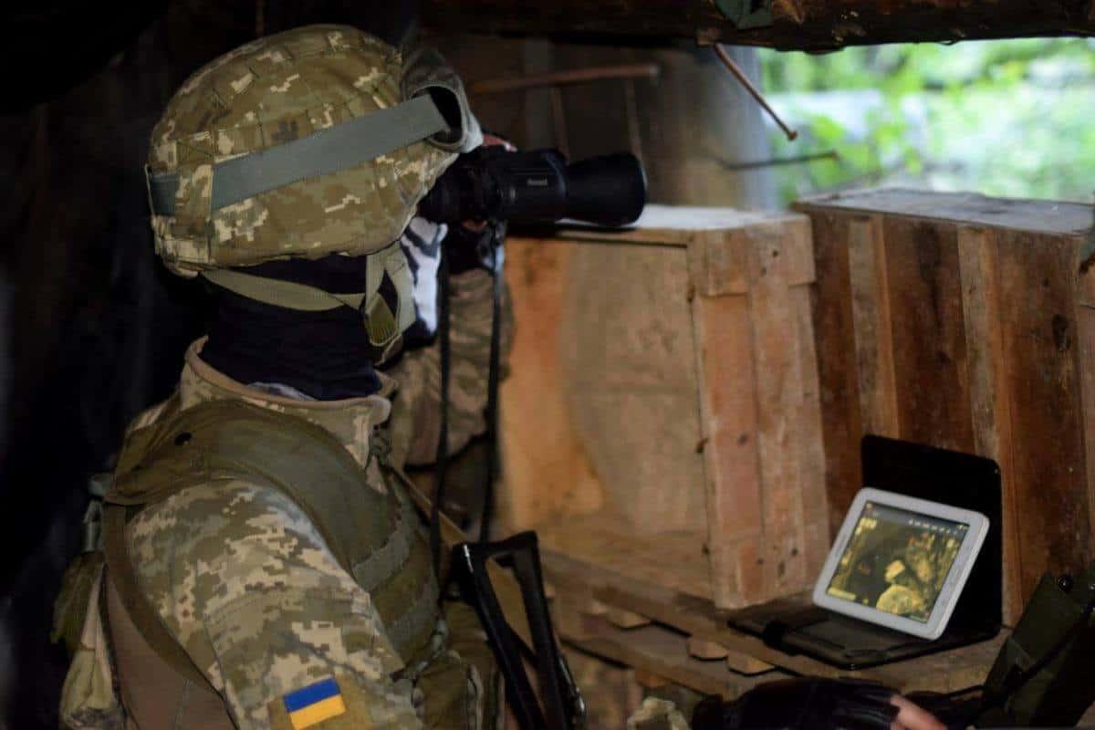 На Донбасі поранено двох військових. Військовий України на позиції. Фото: ЗСУ