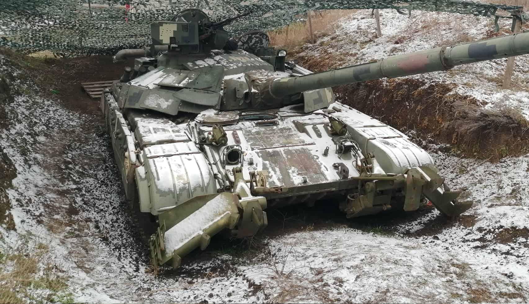 """На Херсонщині """"Булати"""" готують до бойової готовності. Фото: Танк Т-64БМ «Булат» на Херсонщині. Грудень 2020"""