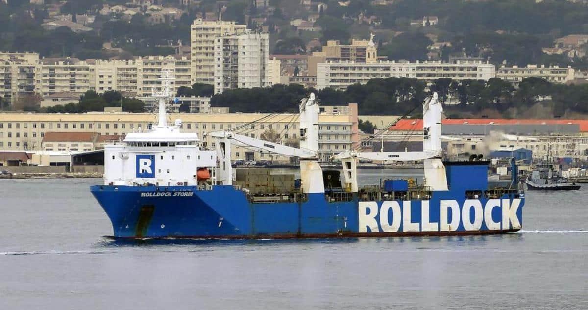 Напівзаглибне транспортне судно Rolldock Storm виходить з Тулона з розташованим на борту французьким атомним багатоцільовим підводним човном S 606 Perle типу Rubis