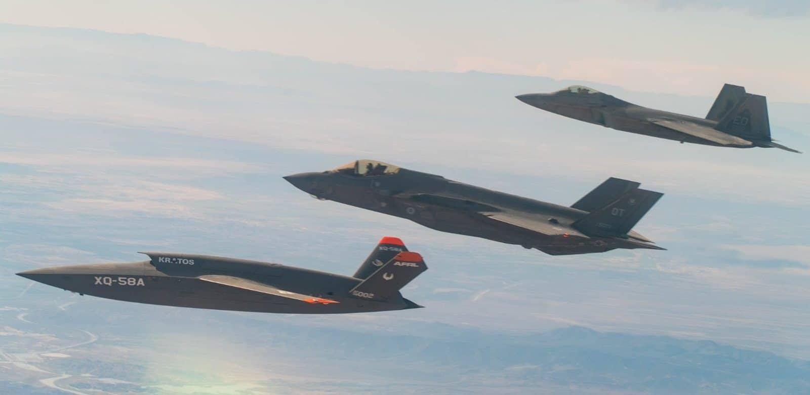 F-35A, XQ-58A і F-22 в строю під час випробувань gatewayOne