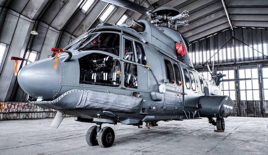 Макет гелікоптера Airbus H225 на території Кременчуцького льотного коледжу