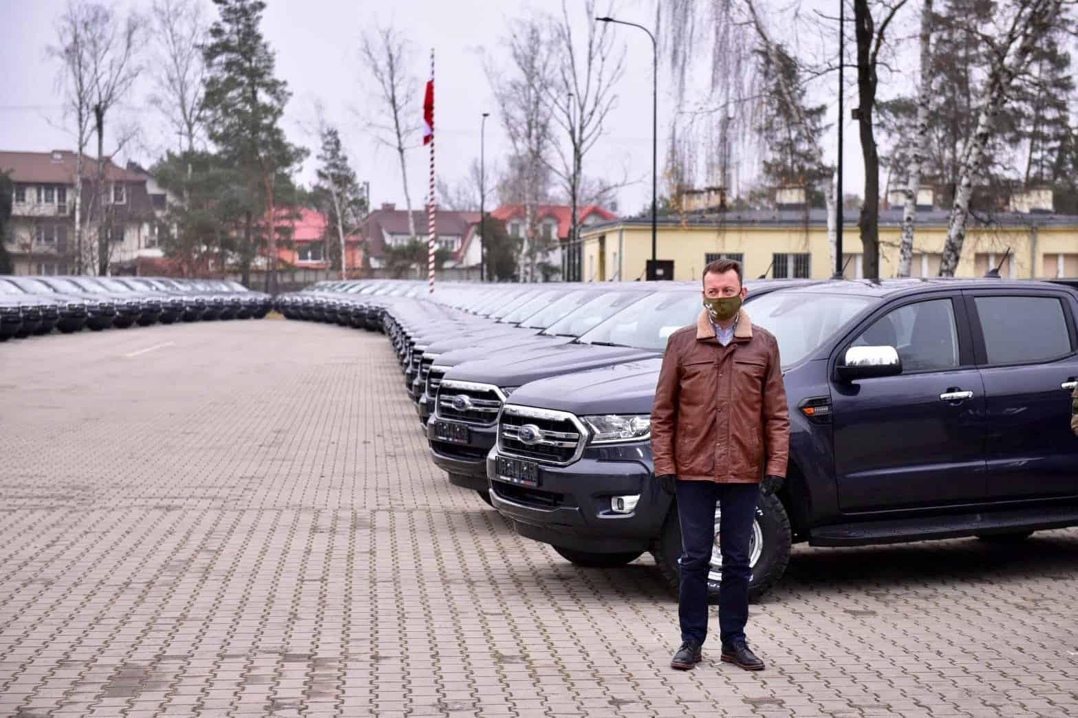 Міністр оборони Польщі під час урочистостей з нагоди отримання перших позашляховиків Ford Ranger