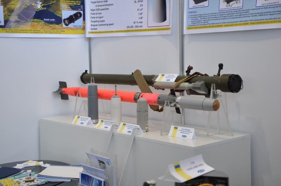 ПЗРК з ракетою та варіантами головками самонаведення