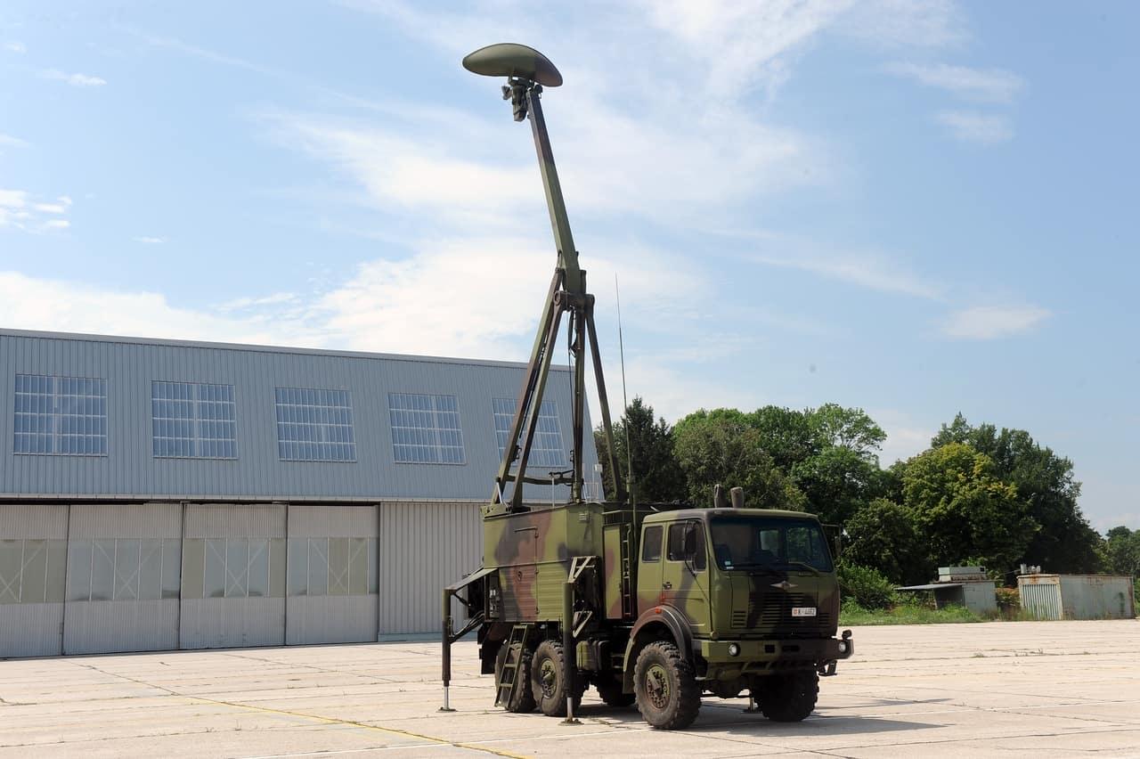 Шведська РЛС Giraffe AMB на озброєнні сербської армії (у якості шасі - вантажний автомобіль марки FAP)