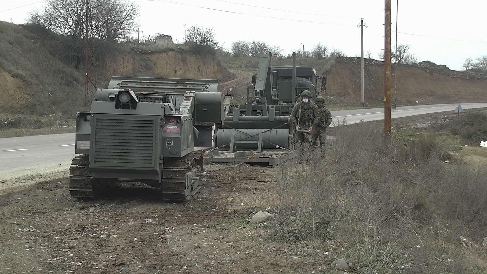 Машина розмінування «Уран-6» та спец. КамАЗ с мультиліфтом. Грудень 2020. Нагірний Карабах. Фото: МО РФ