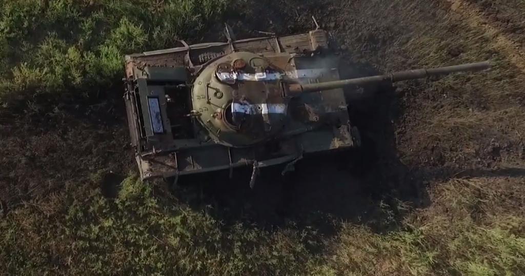 Танк Т-64А на полігоні в районі окупованого Донецька