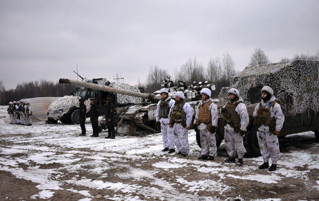 Автомобіль HMMWV у медичній модифікації, танк Т-64БВ, бронемашина «Козак-2» ДШВ. Січень 2021. Фото: ЗСУ