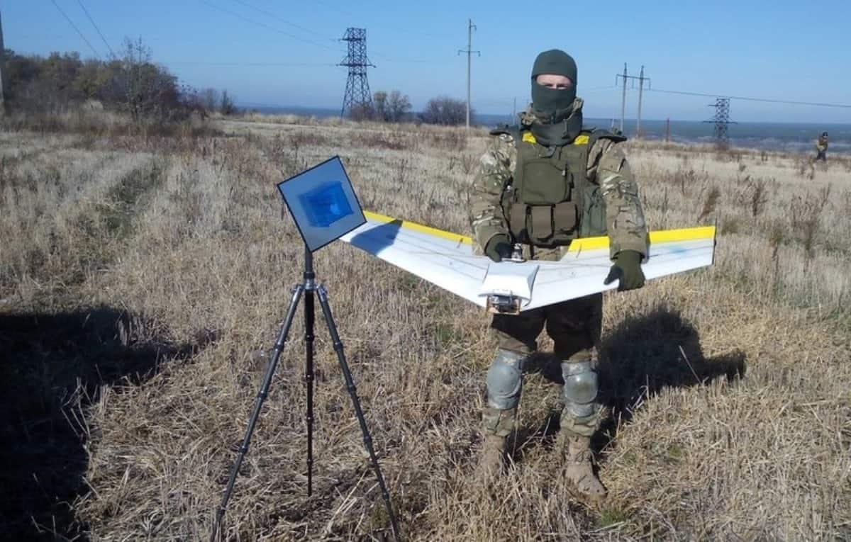 Військовий ЗСУ з безпілотником. Фото з відкритих джерел