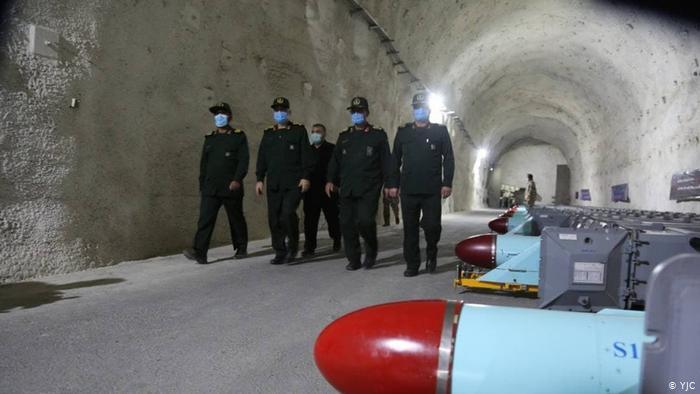 Визит главного командующего КСИР генерал-майора Хоссейна Саламе и командующего ВМС вооруженных сил контр-адмирала Али Реза Тангсири на секретную подземную ракетную базу