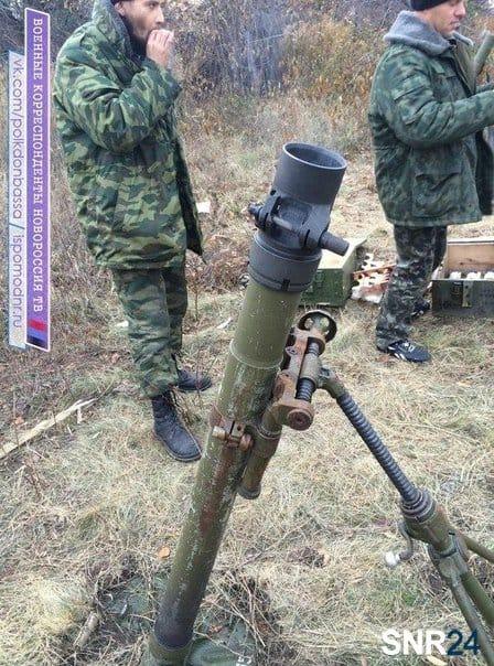 Бойовики з 82-мм мінометом