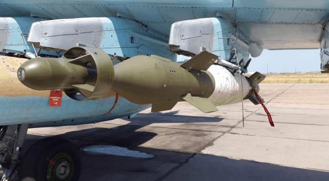 Боєприпас LGK-OFAB на підвісці у штурмовика Су-25 азербайджанських повітряних сил