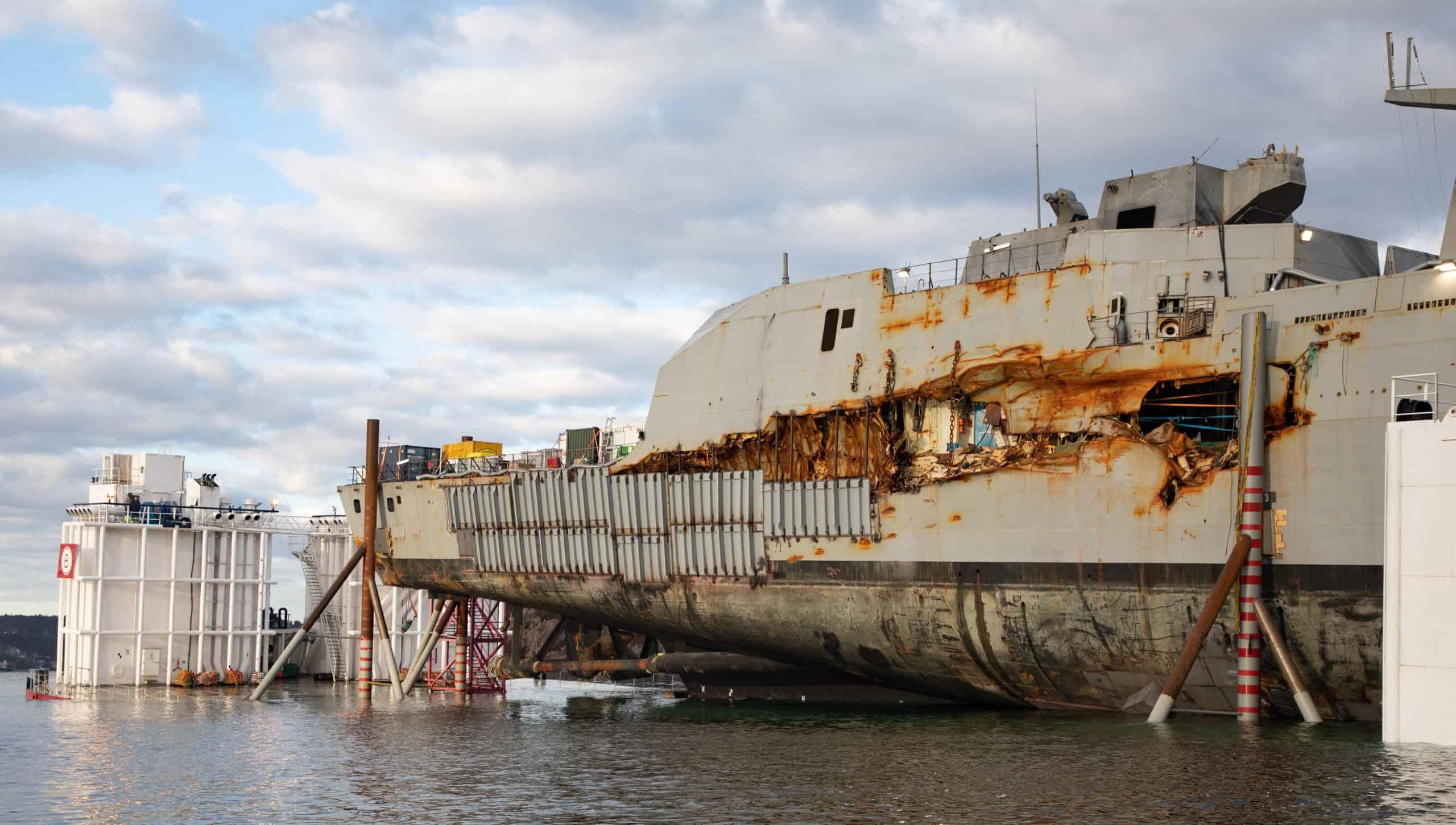 Пошкодження фрегата «Helge Ingstad» типу Fridtjof Nansen. Фото з відкритих джерел