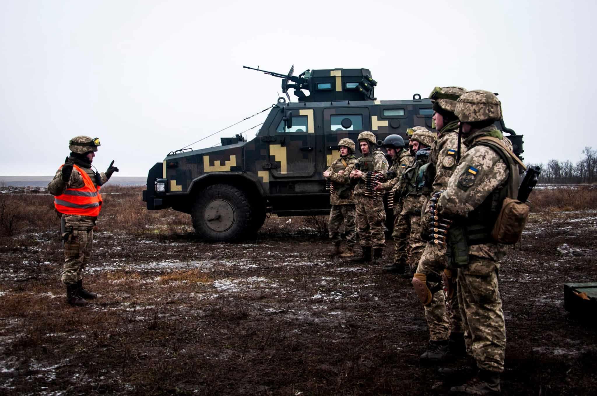 Екіпажі броньованих автомобілів «Козак-2» перед стрільбами