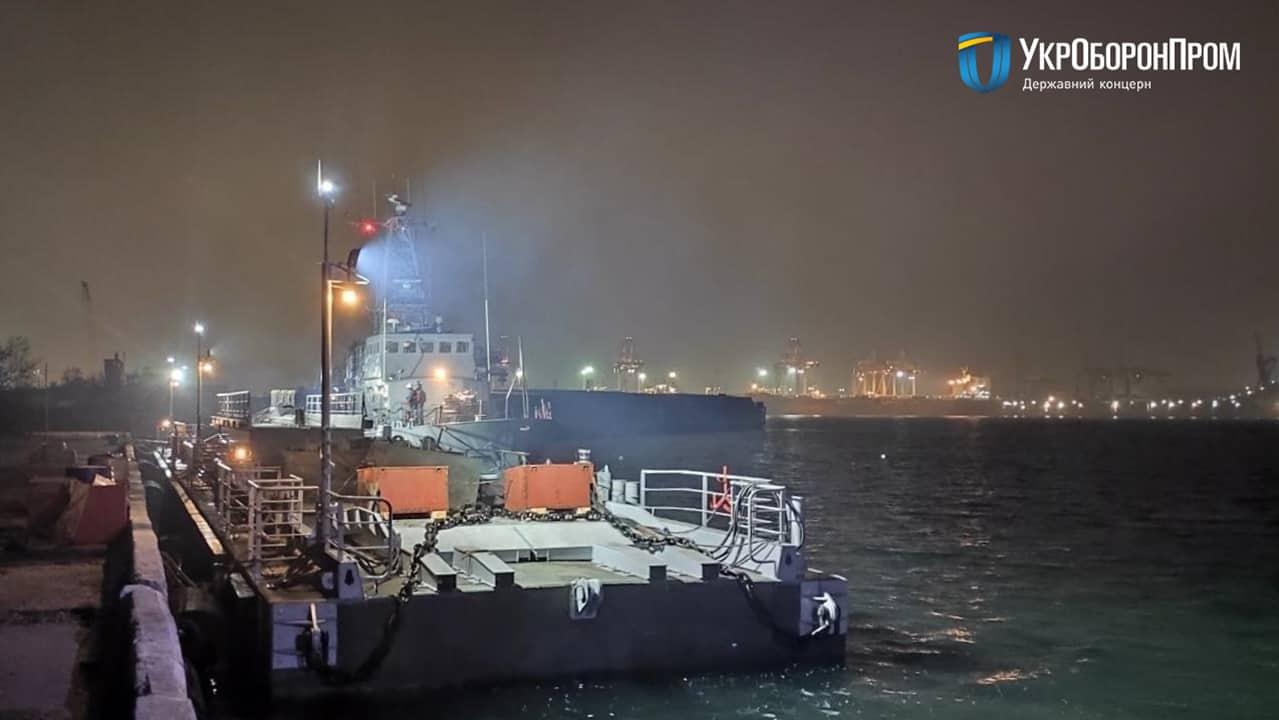 Плавучий причай ПЖ-61У у пункті базування ВМС ЗС України в порту «Південний» Фото: ДК «Укроборонпром»
