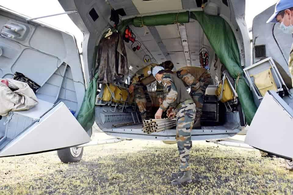Перевезення майна індійського контингенту на гелікоптері Мі-8 1
