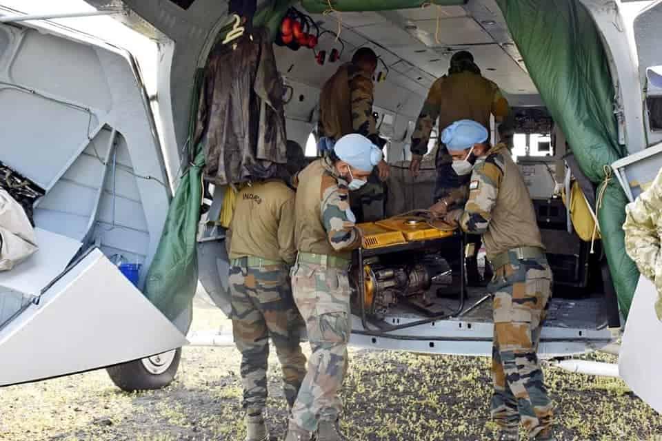 Перевезення майна індійського контингенту на гелікоптері Мі-8