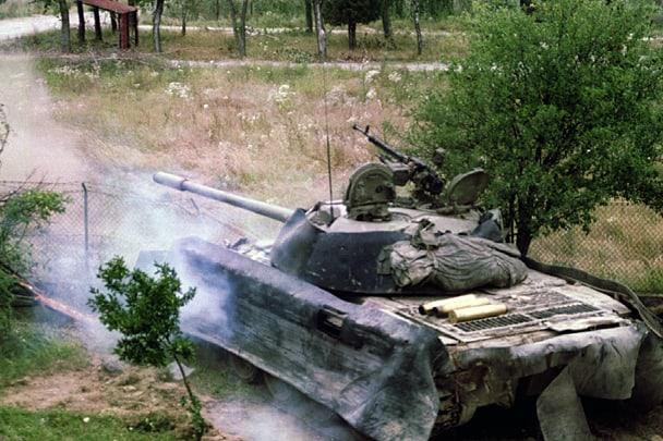 Підпитий у липні 1993 року танк боснійських сербів під час боїв за село Брод (приблизно у 5 км на північ від Брчко)