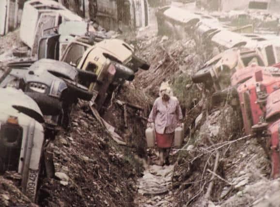 Вулиця в Сараєво під час війни у Боснії та Герцоговині
