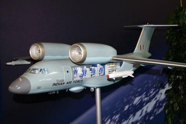 Модель морського патрульного літака Ан-74MP, що пропонувався на тендер ВПС Індії