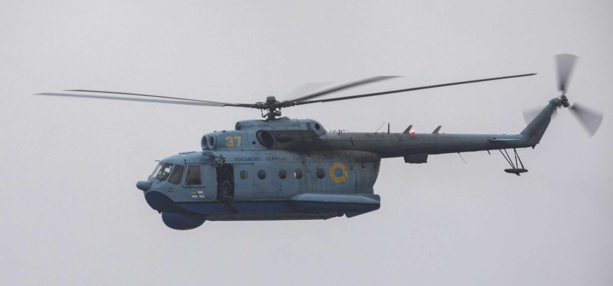 Гелікоптер Мі-14 Морської авіації ЗС України з бортовим номером 37