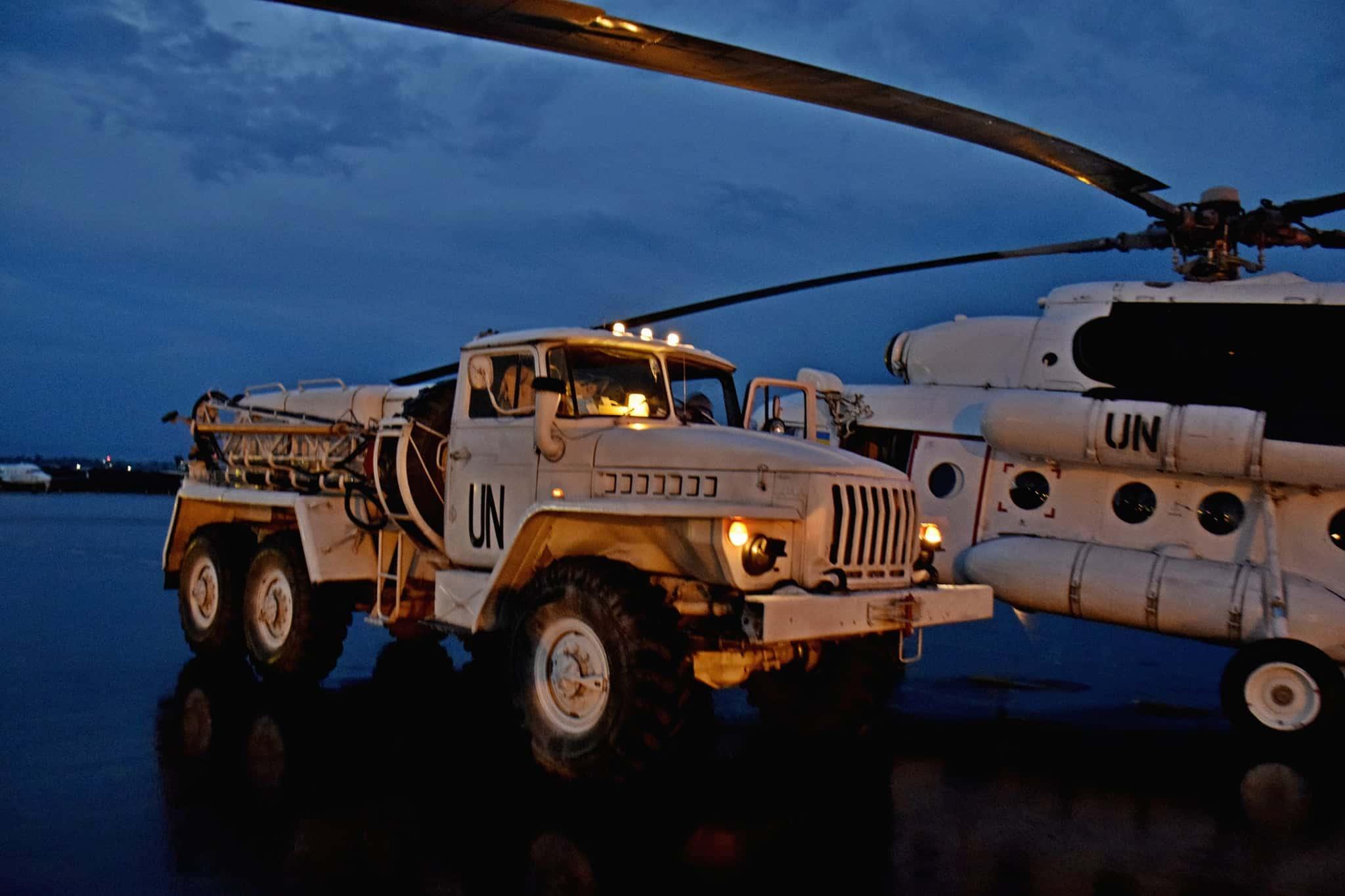 Аеродромний пусковий агрегат АПА-5Д та гелікоптер Мі-8 зі складу 18 окремого вертолітного загону