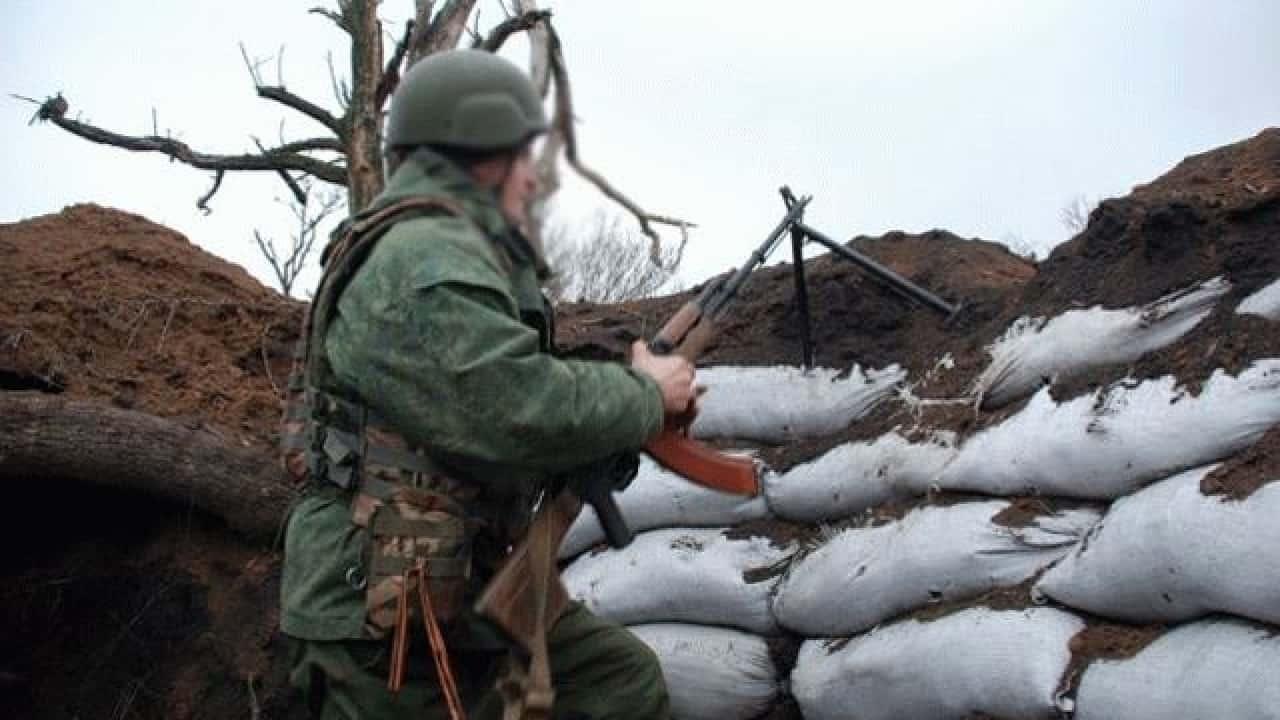 Бойовик російсько-терористичних військ на позиції