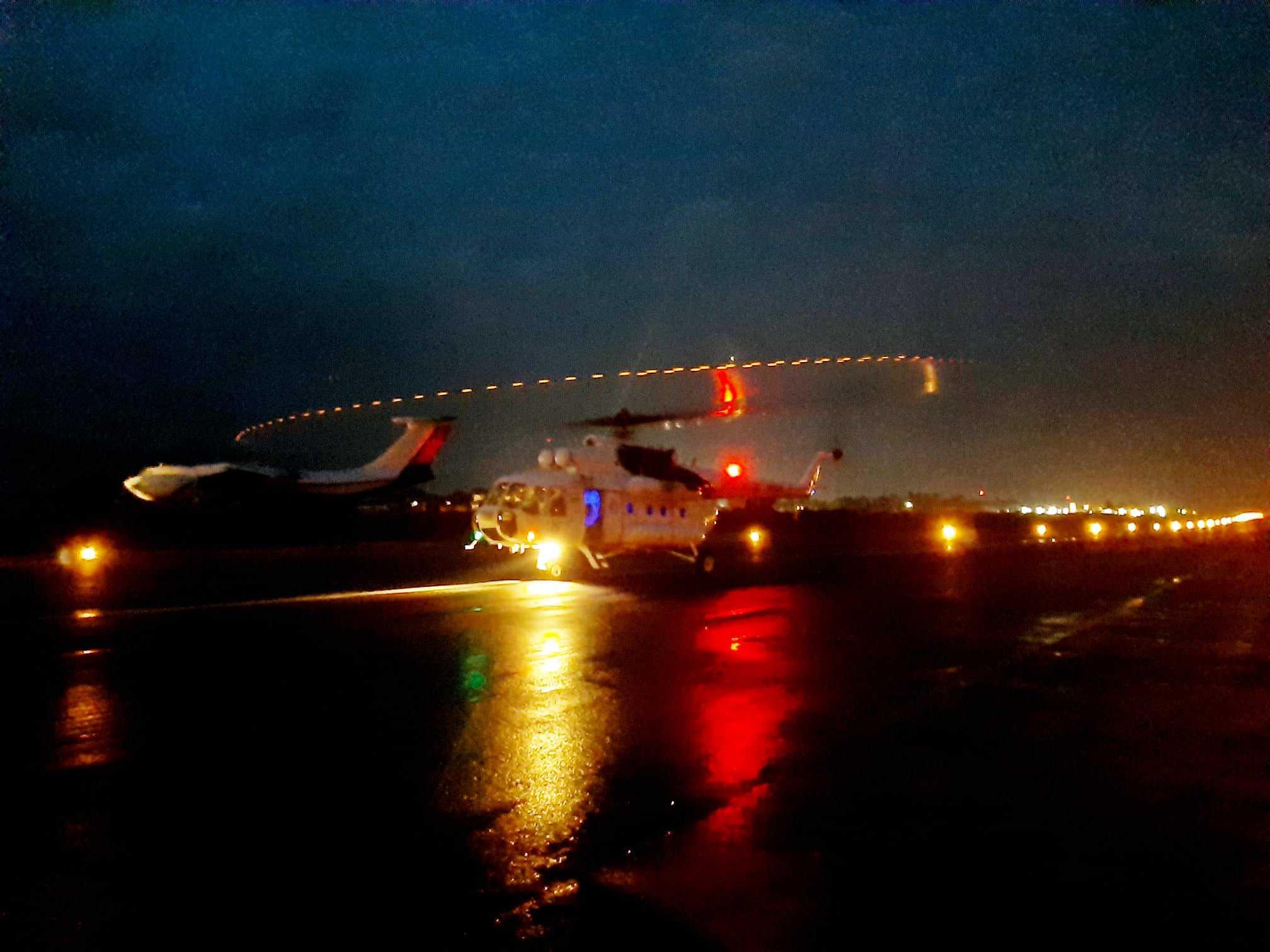 Гелікоптер Мі-8 18 окремого вертолітного загону у ДР Конго вночі
