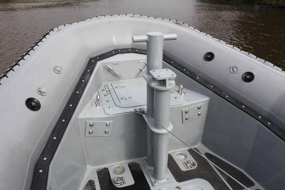 Кронштейн для можливості встановлення турелі для кулемету на катері Metal Shark