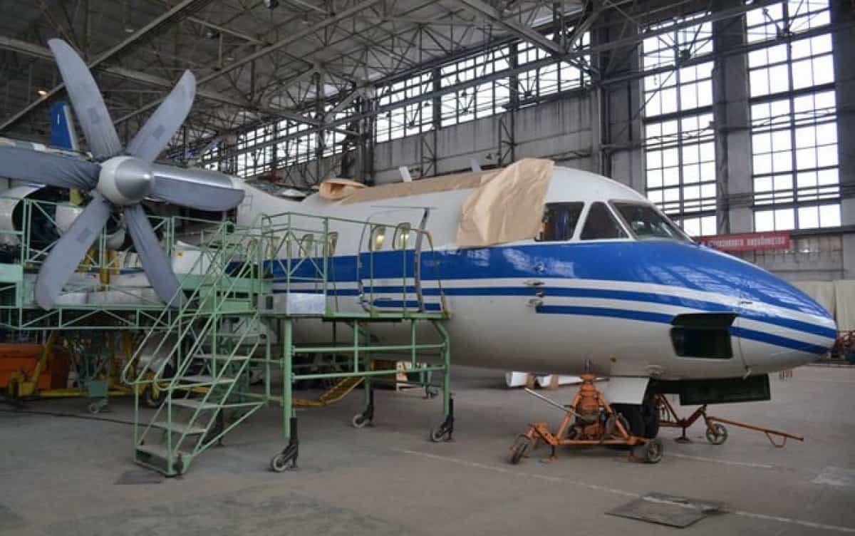 Літак Ан-140 на Харківському авіазаводі