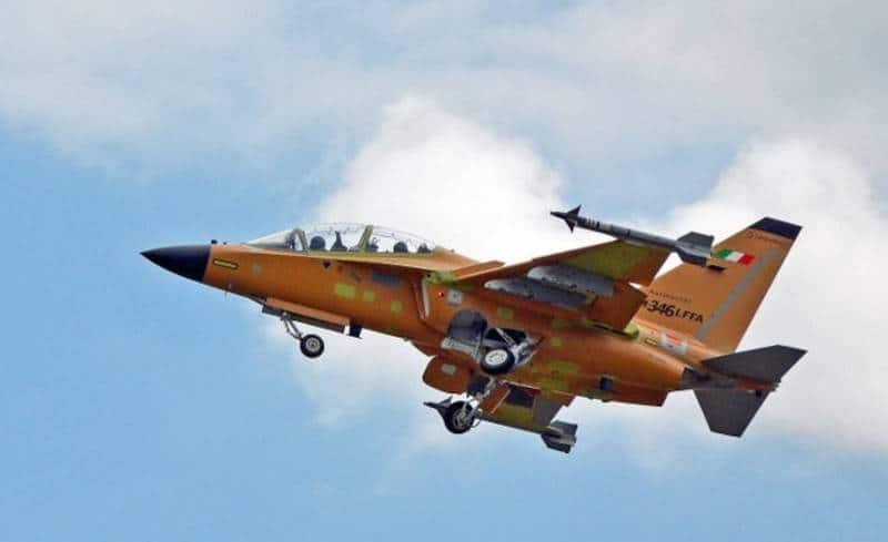 Перший політ легкого винищувача М-346FA