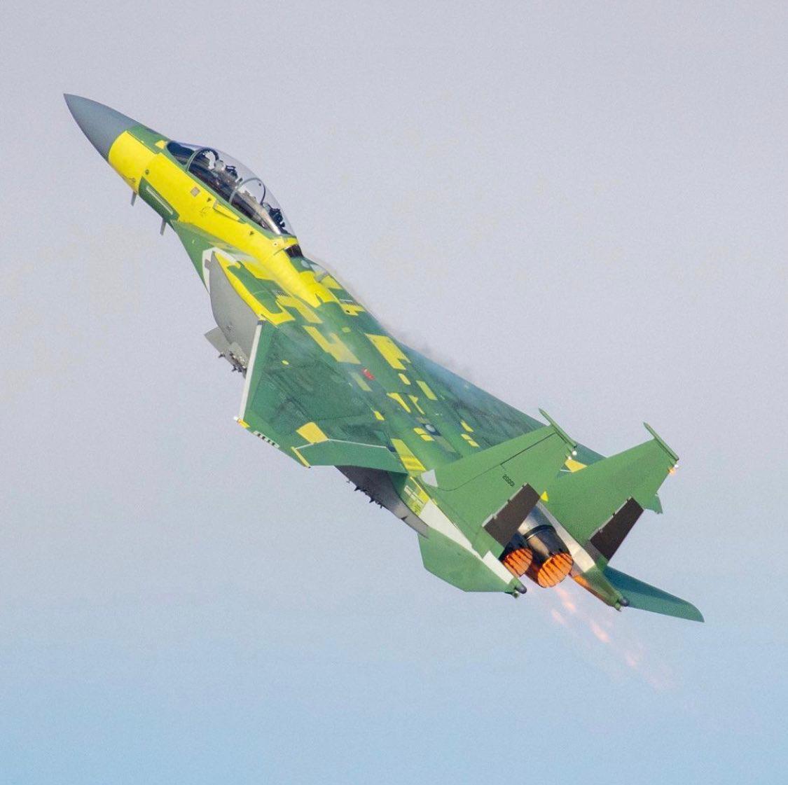 Перший політ винищувача F-15EX