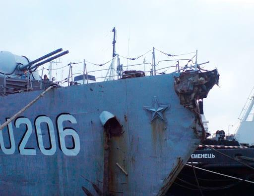Пошкоджений форштевень на кораблі «Вінниця»