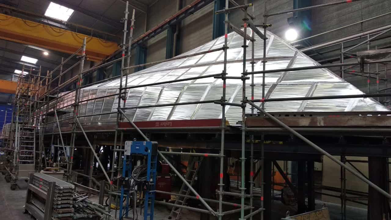 Процес будівництва корпусу патрульного катеру OCEA