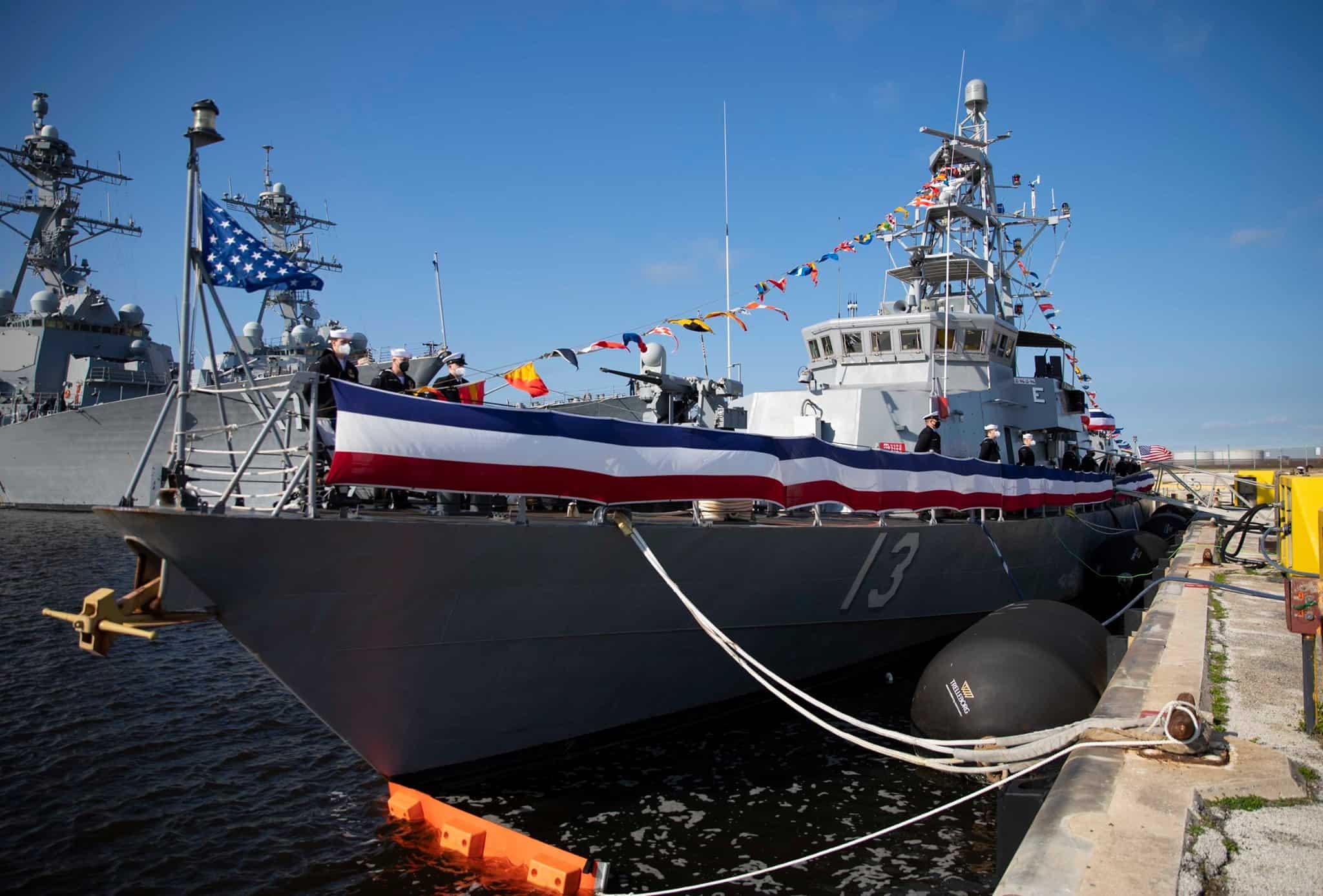 Ракетний катер USS Shamal PC 13) ВМФ США на урочистій церемонії виведення з бойового складу
