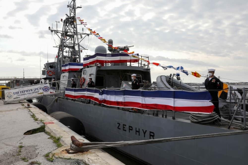 Ракетний катер USS Zephyr (PC 8) ВМФ США на урочистій церемонії виведення з бойового складу