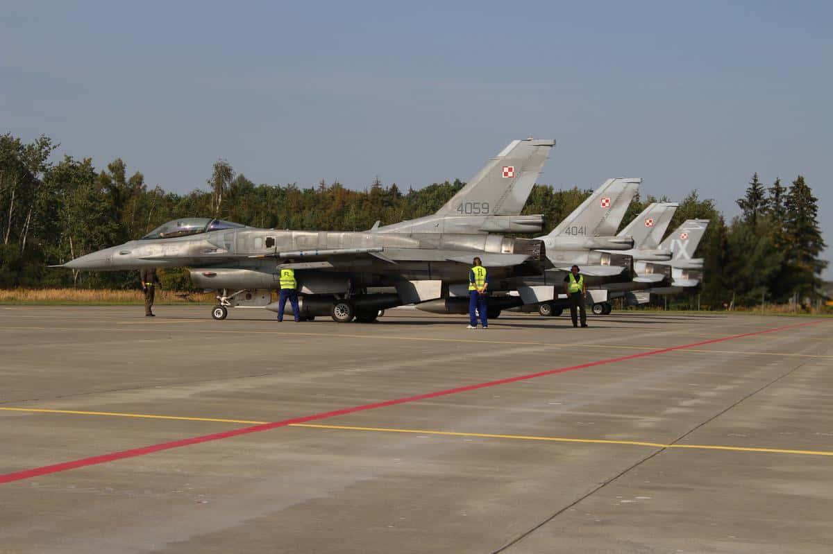 Літаки F-16 на 31-ій базі тактичної авіації Повітряних сил ЗС Республіки Польщі