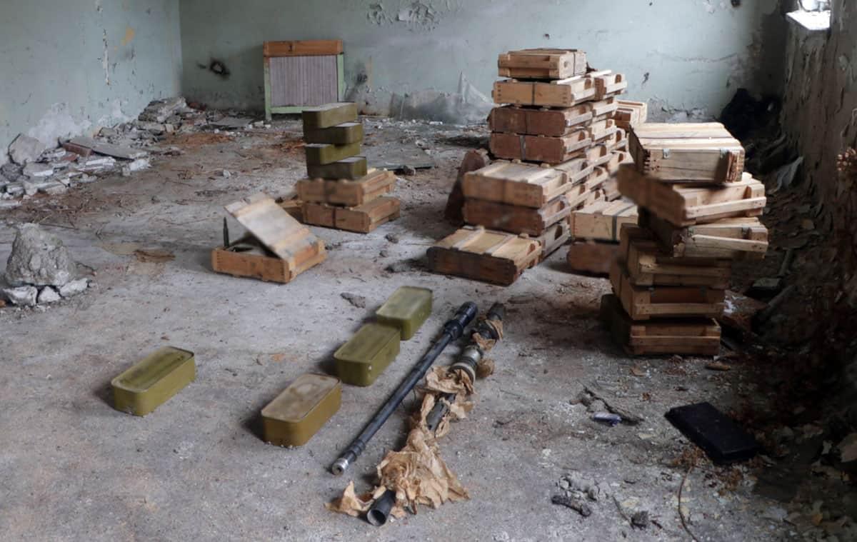 Схрон з боєприпасами. Лютий 2021. Фото: МВС (У Маріуполі вилучено великий схрон зброї)