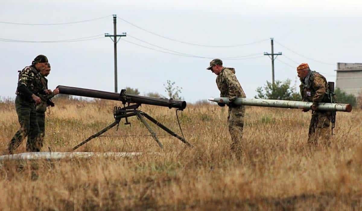 Окупаційні сили Росії на Донбасі готують установку «Град-П» до пострілу