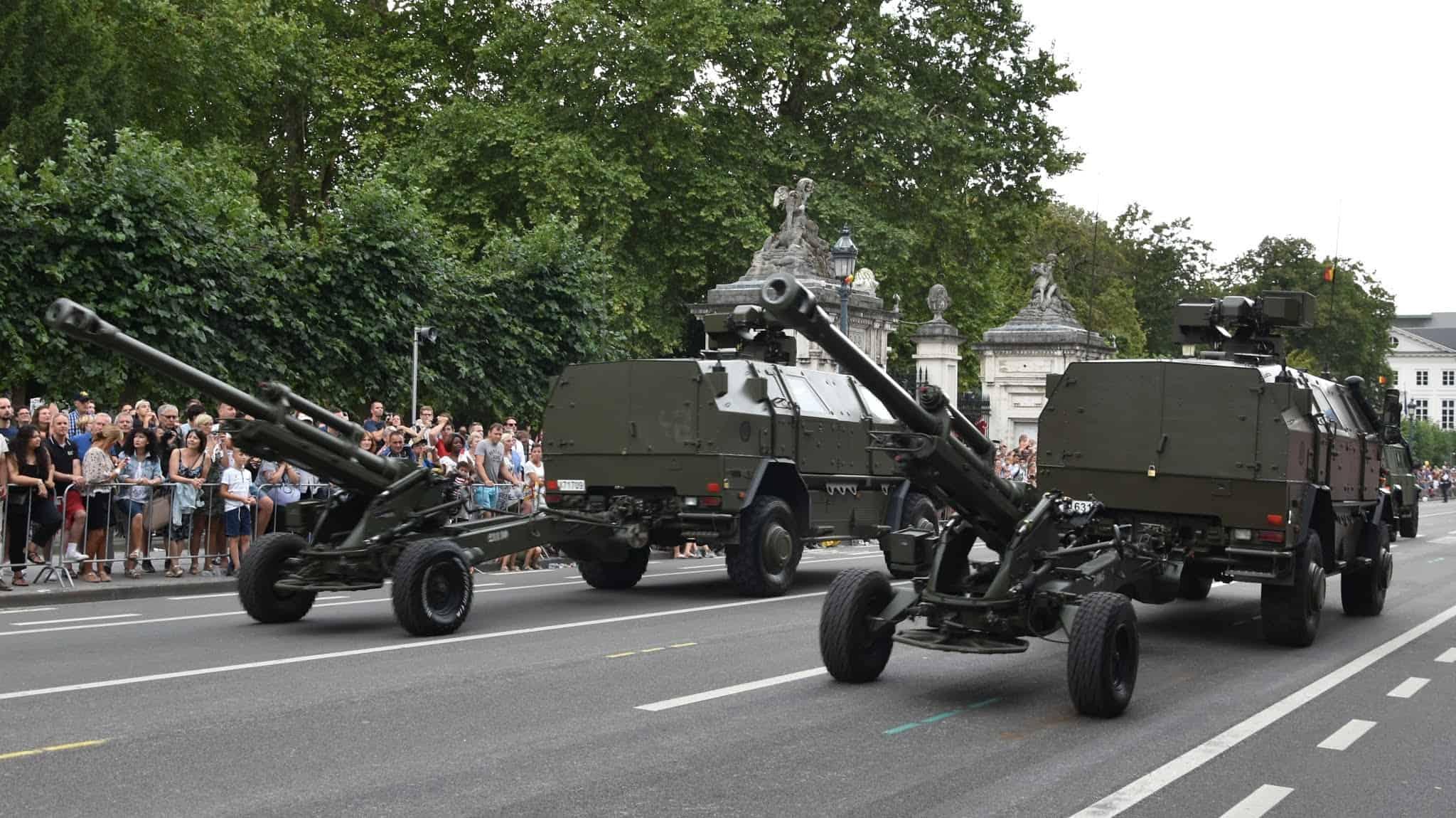"""В Бельгії тягачами для LG1 Mk II служать бронетранспортери """"Дінго-2""""..."""