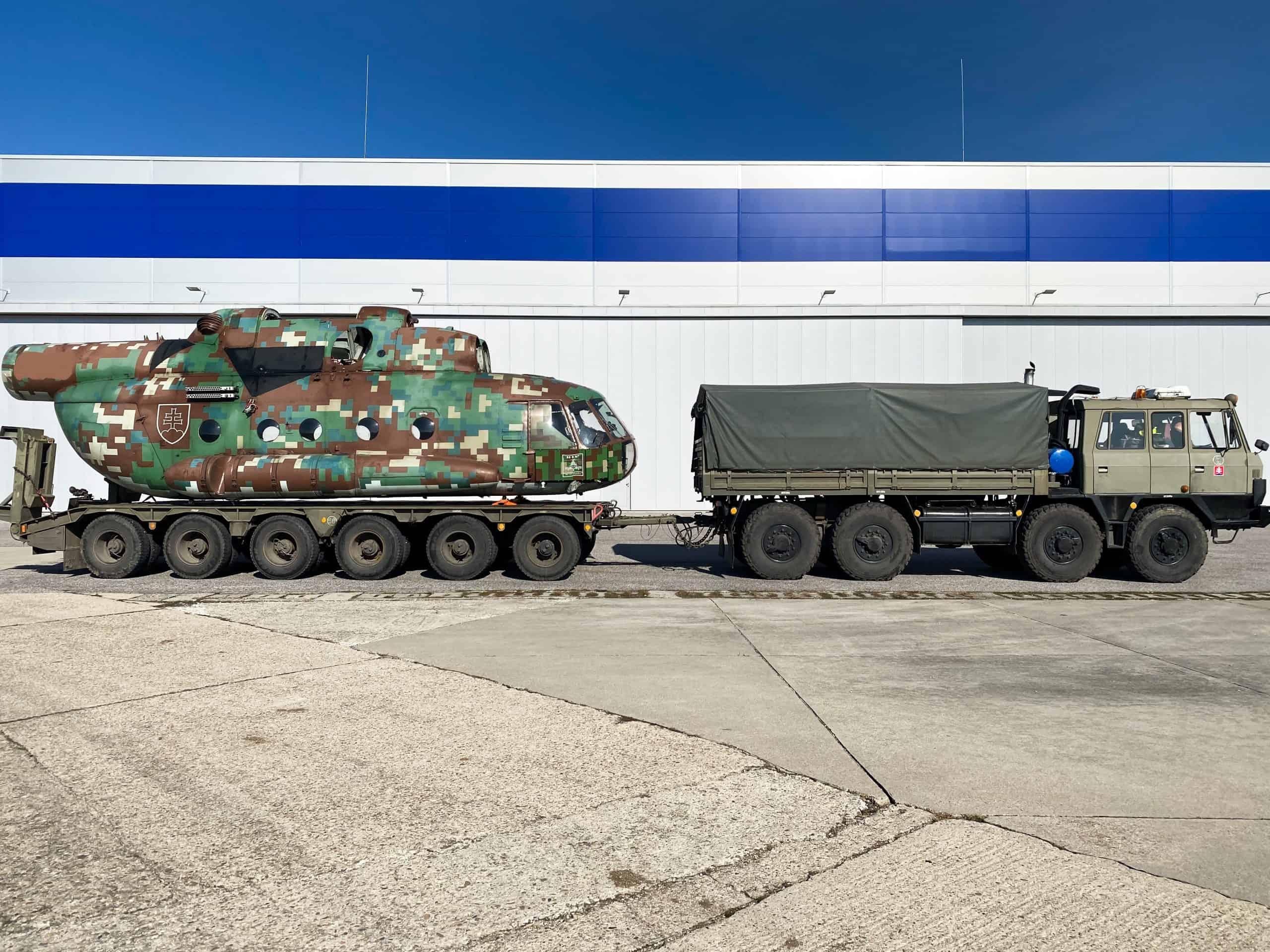 Доставка словацького Мі-17 на авіаремонтний завод LOTN