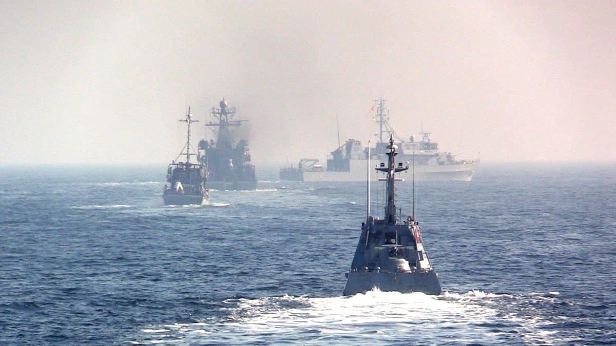 Кораблі Постійної морської протимінної групи НАТО № 2 та український малий броньований артилерійський катер
