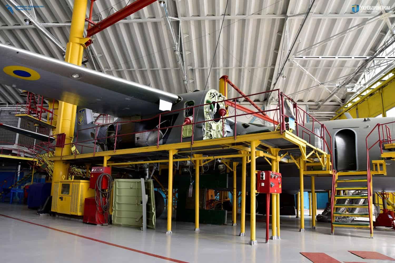 Процес ремонту літака Ан-26 на ДП «Завод 410 ЦА»