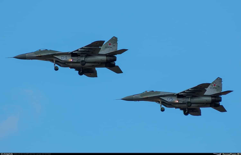 Російські винищувачі МіГ-29 116 Центру з бортовими номерами 04 та 05